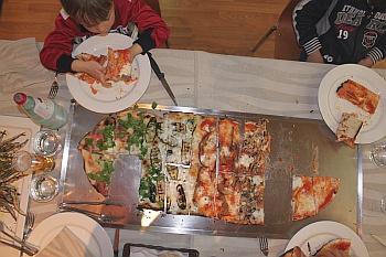 Pizza-Al-Metro-Dall-alto-Pizzeria-Vai-Mo-di-Civitanova-Marche-piccola