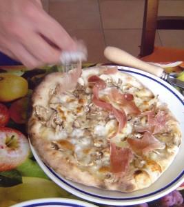 PizzaFunghiProsciutto