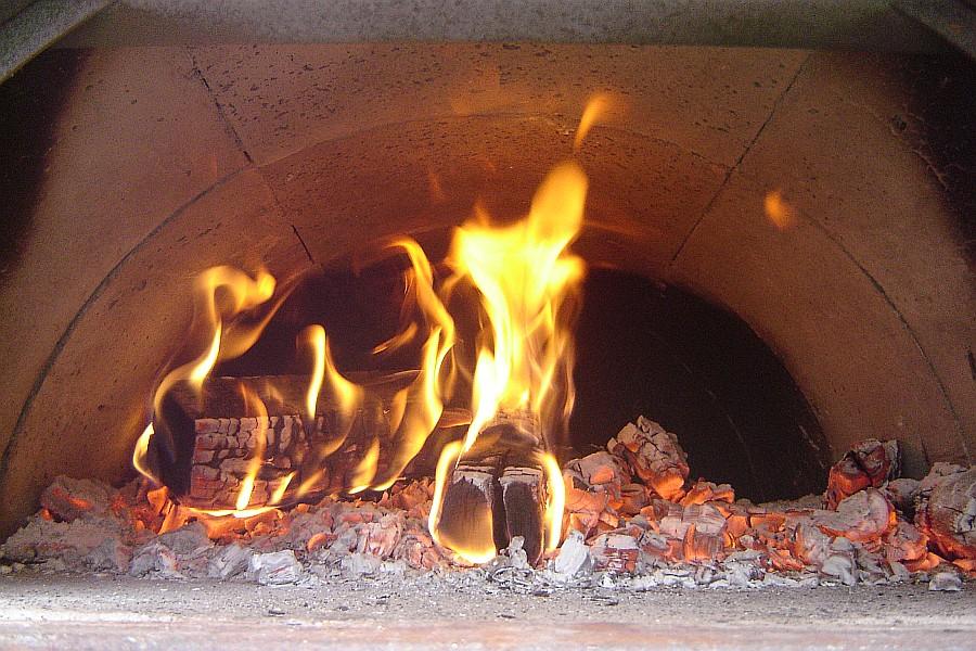 Il pomodoro per la pizza pizza e impasti - Cucinare con il forno a legna ...