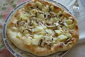 pizzafunghipataterosmarinocotta